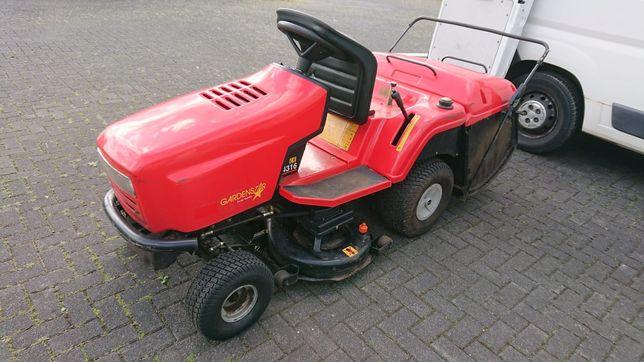 Tractoras tuns iarba