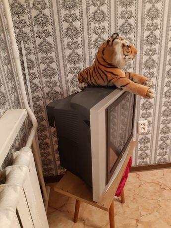 Продам телевизор за 10000 тенге