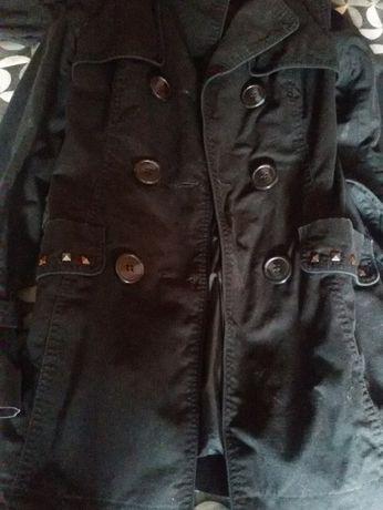 Яке Clockhouse, цветът е наситено черен