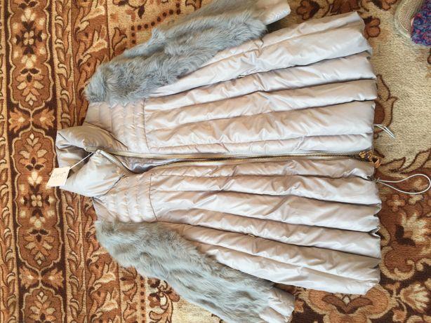 Куртка с мехом на рукаве