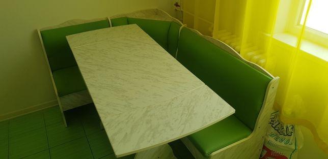 Продам кухонный уголок и стол комплектом