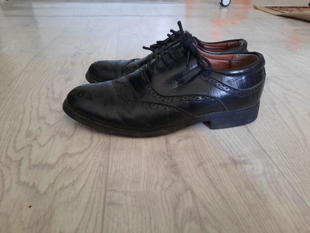 Продам детские мужские туфли