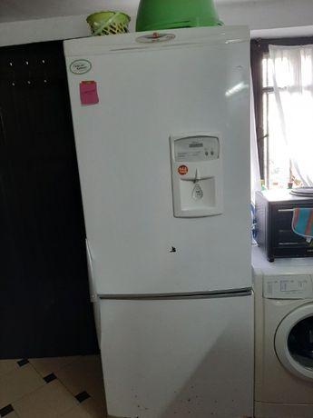 продавам хладилник с фризер Hoover за ремонт
