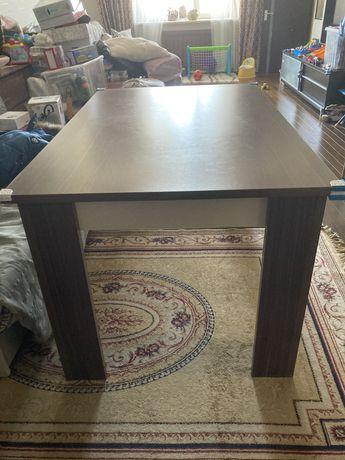 Продам срочно кухонный стол
