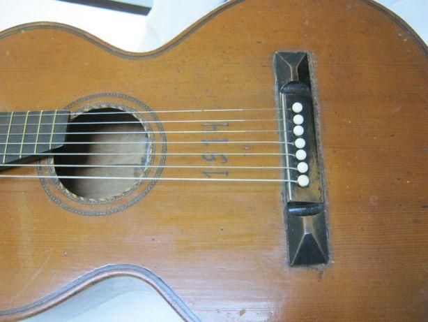 Chitara Vintage 100 ani