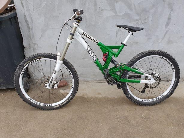 Bicicleta downhill solid m9