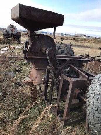Зерндробилка тракторная от ВОМ