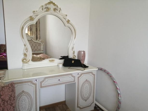 Спальни мебель и зеркало