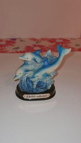 Порцеланова статуя Делфини