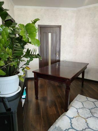 Продам : стол раздвижной ( дерево), сервант, тумба под телевизор.