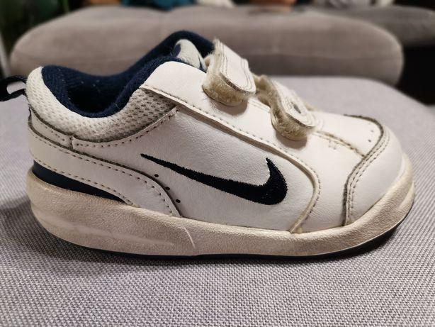 Vând pantofi sport Nike, băieți, mărimea 23,5