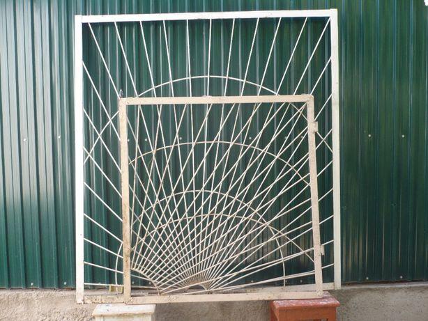 Железные решетки «Солнышко», изготовленные из советского металла