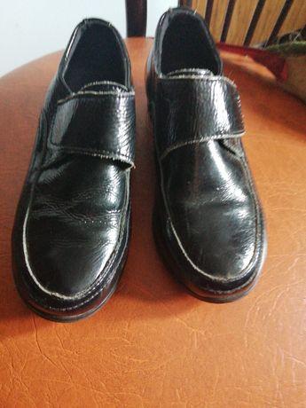 Продам туфли мальчиковые