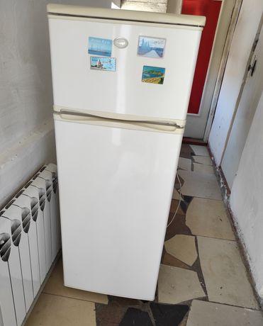 Холодилник рабочем состояни
