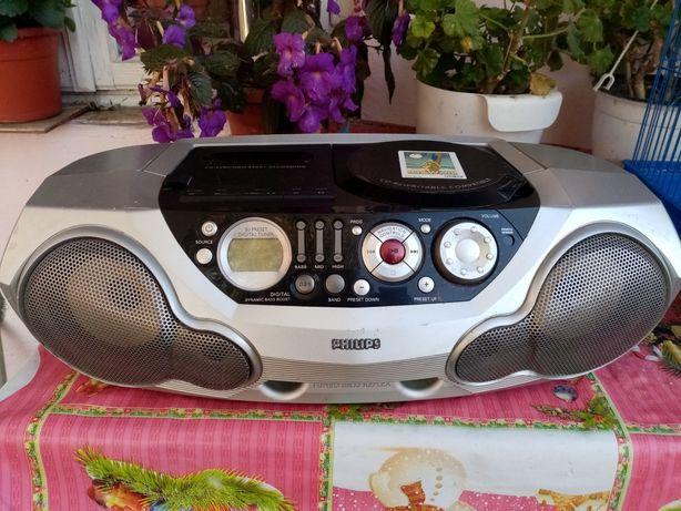 Vând radiocasetofon cu cd functionabil