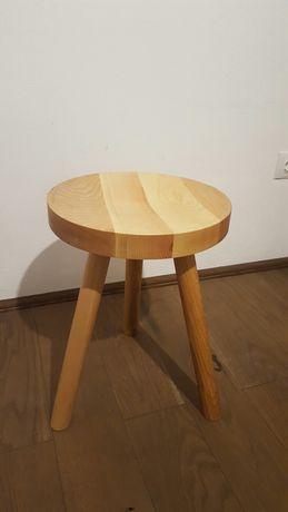 Taburet / scaun din lemn masiv cu 3 picioare