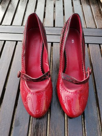 Pantofi retro rosii
