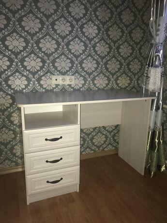 Продается деревяный стол(110х55) в отличном состоянии