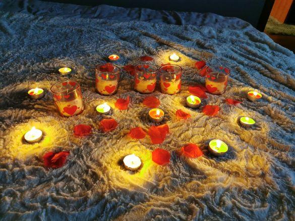 Аксесоари за романтична изненада-свещи, балони, надписи, листенца