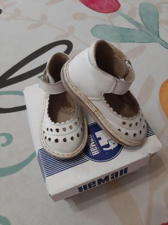 Продам пакет фирменной обуви на весну-лето на 1,5-2 года