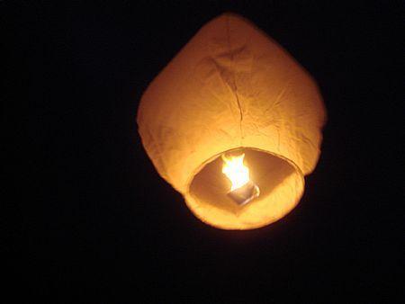 Китайски фенер и плуващ фенер на желанието