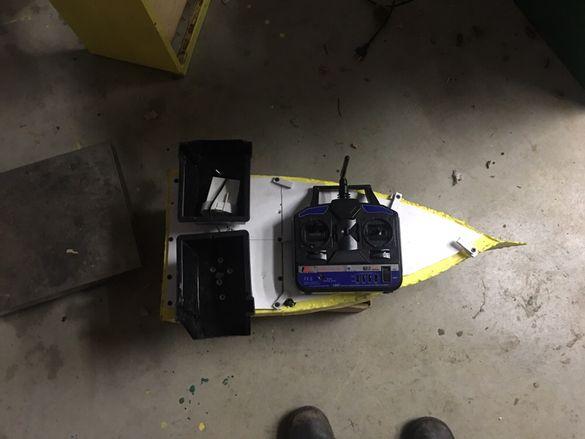 лодка за захранка нова