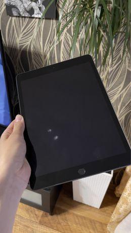 Продам  Apple iPad 2020 (8 поколение)  10,2 32 ГБ серый