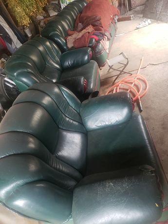 Продам коженный диван с двумя креслами