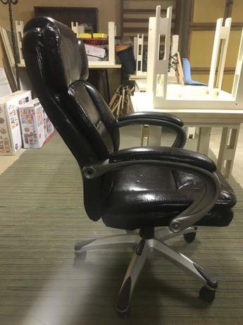 Кожанное кресло для офиса