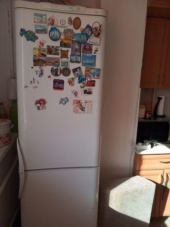 Продам 2х камерный холодильник