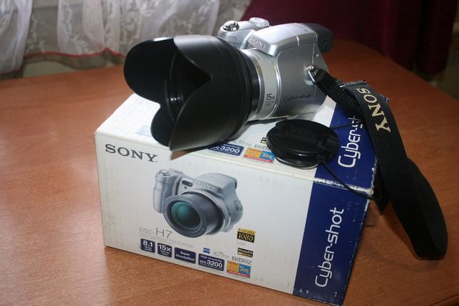 Продам полупрофессиональный фотоаппарат Sony