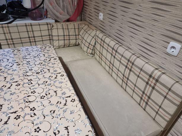Продам кухонный мягкий уголок со столом