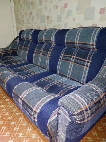 Диван және екі кресло
