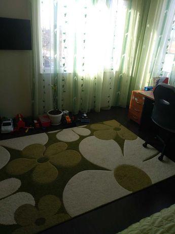 Дълго перде с килим