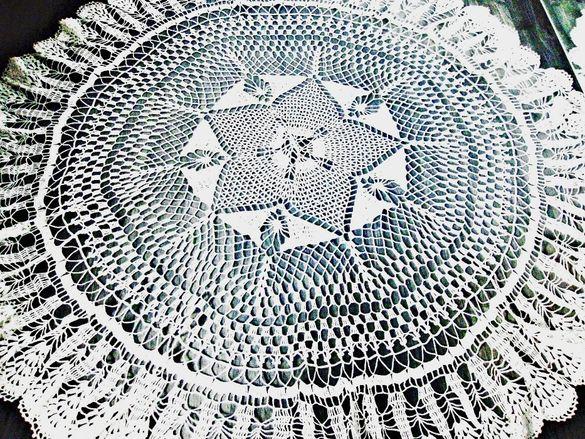 Ръчно плетена покривка за кръгла маса