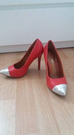Pantofi stileto