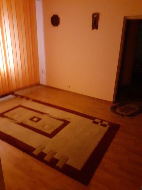 Vând apartament în zona 100 Bl 108 sc A
