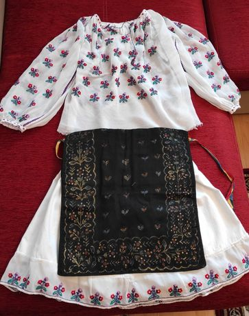 Costum popular fetita varsta 6-8 ani, vechime 60 ani