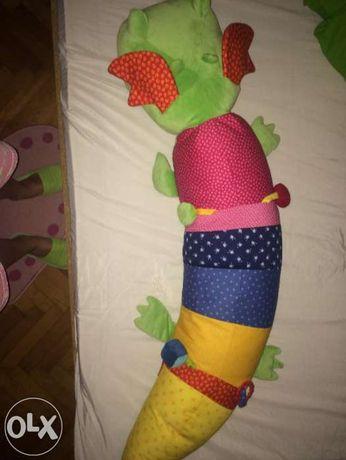 Suport/jucarie bebelusi, se poate utiliza ca protectie pt. pat, nou
