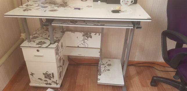 Продам компьютерный столик