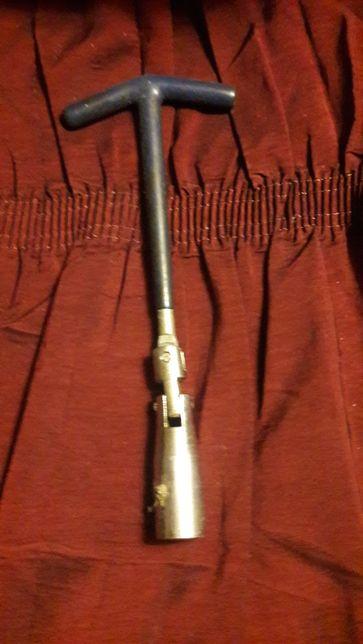 Cheie de bujii modulara de 21 mm.