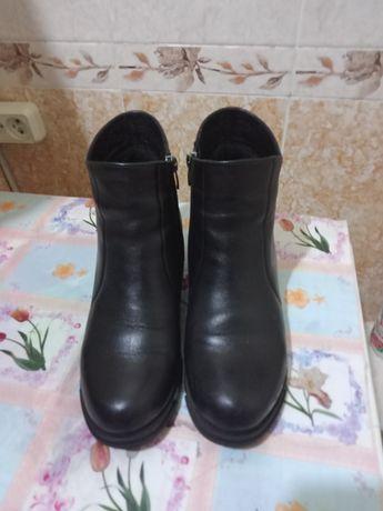 Ботинки женские черного цвета  38 размер Турция.
