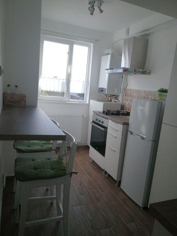 Schimb (vând) apartament cu 2 camere.