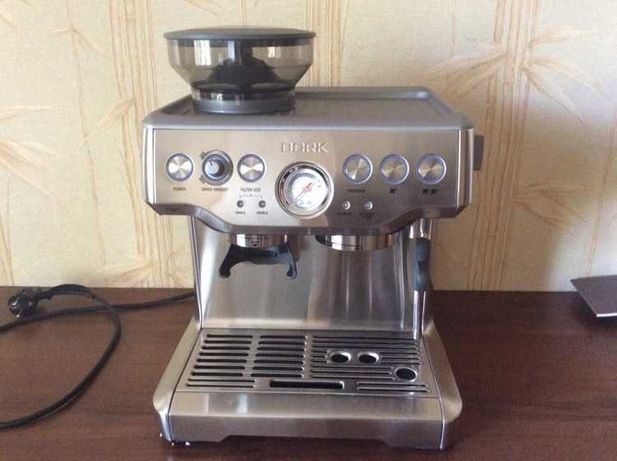 Кофейная станция/кофемашина BORK C804