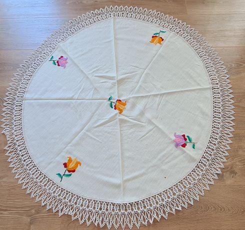 Fata de masa circulară cu model floral