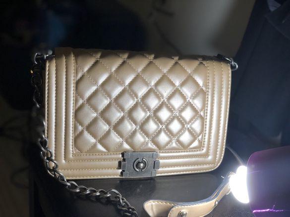 Златиста дамска чанта с дълга дръжка