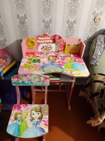 Парта     детская розовая со стульчеком     Б/у.
