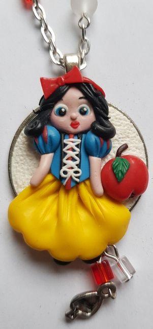 Hand made medalion Alba ca Zapada, Cinderella, cu lantisor, cutie