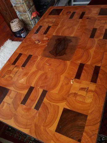 Трапезна маса от бял бор и орех.