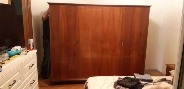 donez mobilă pentru dormitor (șifonier si comodă)